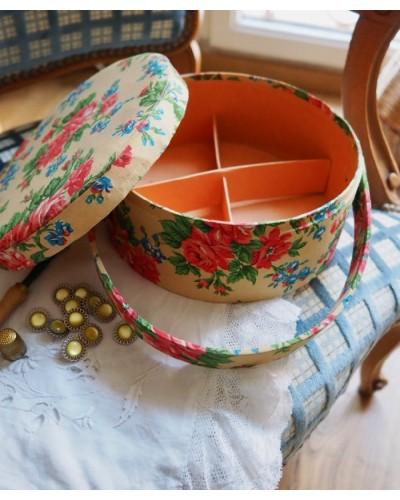 フランスのアンティーク裁縫箱