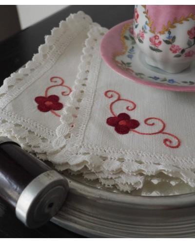 2枚組  かわいい手刺繍のティーナプキン