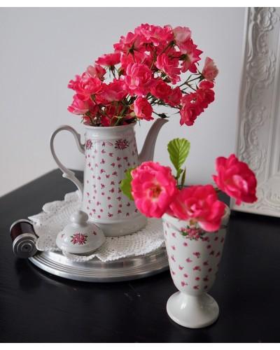 ビンテージの花柄ポットとマザグラン