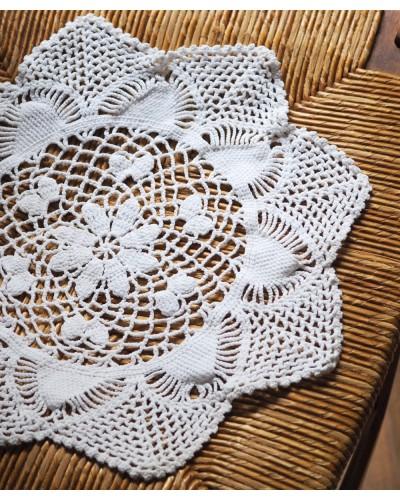 Napperon rond blanc en tricot