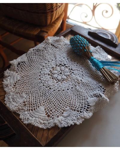 フリルがかわいいクロシェ編みドイリー