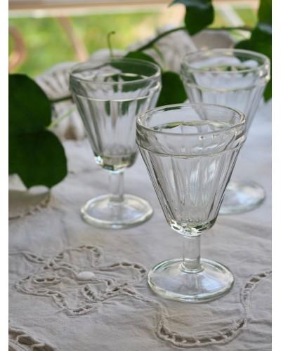 3 petits verres à pied conique Art Déco