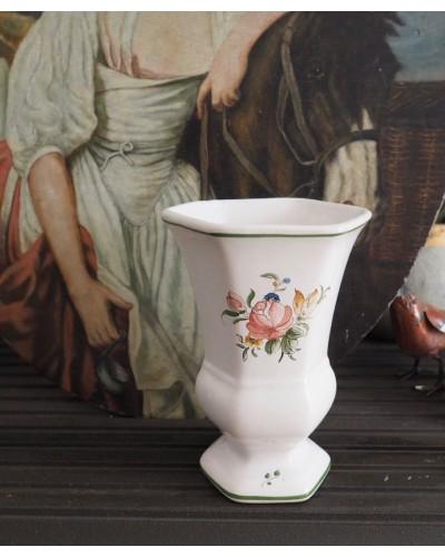 エグザゴナル(六角形)のムスティエ焼きの花瓶
