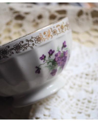 Bol blanc avec liseret or décor violettes porcelaine de Limoges Sofafils