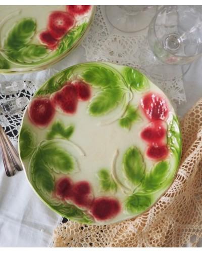Assiette en Barbotine fraise