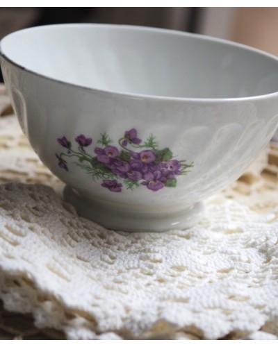 Bol en porcelaine de France sur piedouche motifs bouquet de violettes