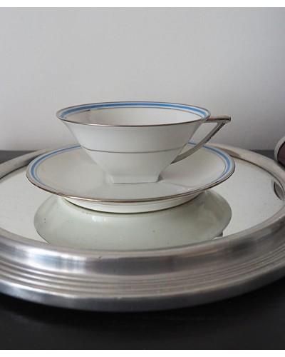 Tasses et sous tasses blanches, décor liseret bleu et argent, porcelaine de  Limoges,  Art Déco.