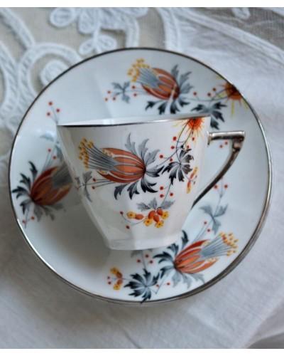 Tasses et sous tasses blanches, décor floral, liseret argent, porcelaine de  Limoges de la manufacture Jean Boyer,  Art Déco