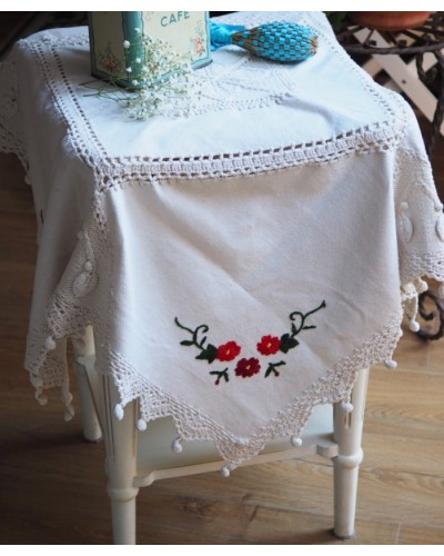 手編みレースのついたテーブルクロス 小・正方形