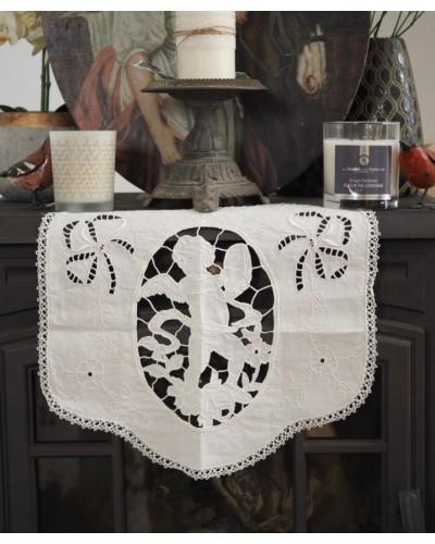 天使モチーフのリネンドイリー リシュリュー刺繍