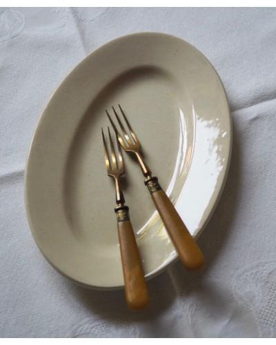 アイボリーのオーバル皿 ショワジールロワ